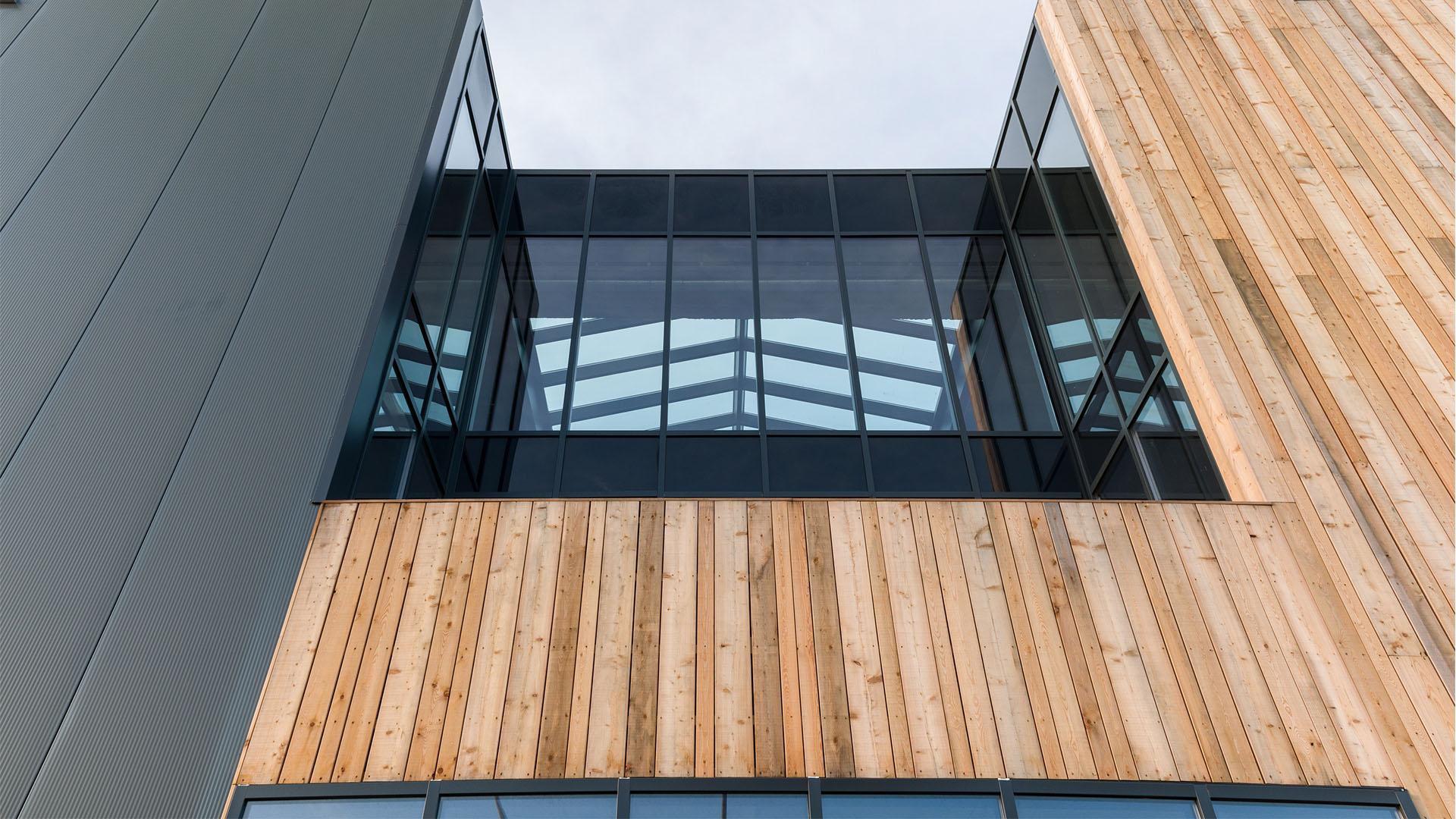 Bedrijfspand Etikon Nederland balkon nieuwbouw | Wijnja Groep